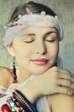 Vrouw met gesloten ogen Stock Afbeelding