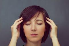 Vrouw met gesloten ogen Royalty-vrije Stock Afbeelding