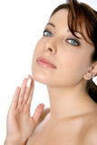 Vrouw met gezicht of lichaamscrème Royalty-vrije Stock Afbeeldingen