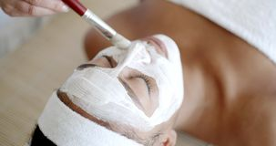 Vrouw met Gezichtsmasker bij Salon stock footage