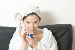 Vrouw met gezichtsroom stock afbeelding