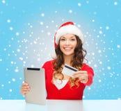Vrouw met gift, tabletpc en creditcard Stock Afbeelding