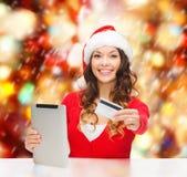 Vrouw met gift, tabletpc en creditcard Royalty-vrije Stock Foto