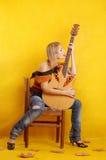 Vrouw met gitaar Stock Foto