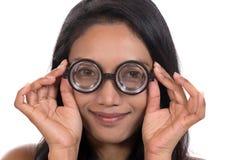 Vrouw met glazen Stock Afbeelding