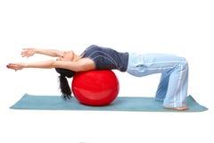 Vrouw met gymnastiekbal stock afbeeldingen