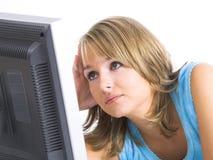 Vrouw met haar computer stock afbeeldingen
