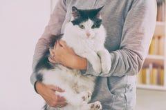 Vrouw met haar kat Royalty-vrije Stock Foto's