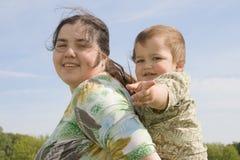 Vrouw met haar kind Royalty-vrije Stock Afbeeldingen