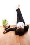 Vrouw met haar omhoog benen Royalty-vrije Stock Fotografie