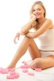 Vrouw met haarkrulspelden Royalty-vrije Stock Fotografie
