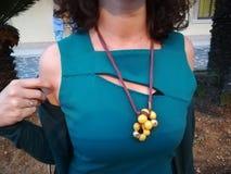 Vrouw met halsband stock afbeeldingen