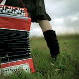 Vrouw met harmonika stock foto