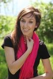 Vrouw met heldere sjaal royalty-vrije stock foto's
