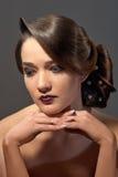 Vrouw met het kapsel van de manieravond Royalty-vrije Stock Foto