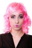 Vrouw met het roze portret van het pruiken creatieve gezicht Stock Afbeelding
