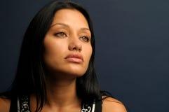 Vrouw met het verleidelijke kijken Stock Foto's