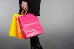 Vrouw met het winkelen zakken Royalty-vrije Stock Foto's