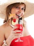 Vrouw met hoed en cocktail Stock Fotografie
