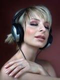 Vrouw met hoofdtelefoon Royalty-vrije Stock Foto's
