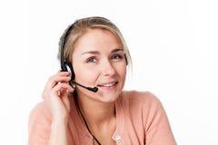 Vrouw met hoofdtelefoon voor het welkom heten van commercieel call centre Royalty-vrije Stock Foto