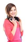 Vrouw met hoofdtelefoons het luisteren muziek stock afbeelding