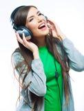 Vrouw met hoofdtelefoons het luisteren muziek Royalty-vrije Stock Foto
