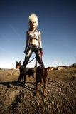 Vrouw met huisdierenhonden Royalty-vrije Stock Foto's