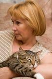 Vrouw met kat Stock Foto
