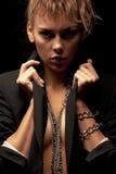 Vrouw met kettingen royalty-vrije stock afbeeldingen