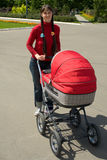 Vrouw met kinderwagen Royalty-vrije Stock Foto
