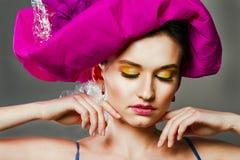 Vrouw met kleurrijke make-up Stock Fotografie