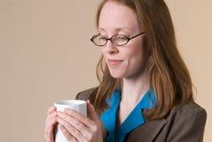 Vrouw met koffie-02 royalty-vrije stock afbeeldingen