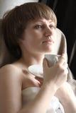 Vrouw met kop Royalty-vrije Stock Foto's