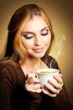 Vrouw met kop van Koffie stock afbeeldingen