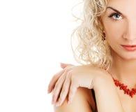 Vrouw met krul blond haar royalty-vrije stock afbeelding
