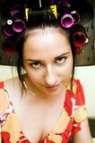Vrouw met krulspelden Royalty-vrije Stock Foto