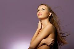 Vrouw met lang bruin haar stock afbeelding