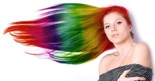 Vrouw met lang kleurenhaar Stock Foto's
