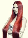 Vrouw met Lang Rood Haar Stock Foto's