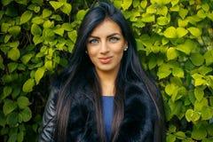 Vrouw met Lang Zwart Haar royalty-vrije stock foto's