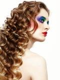 Vrouw met lange gouden haren Stock Afbeeldingen