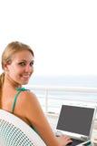 Vrouw met laptop stock fotografie