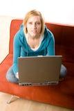 Vrouw met laptop Royalty-vrije Stock Foto