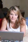 Vrouw met laptop Royalty-vrije Stock Foto's