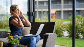 Vrouw met Laptop stock videobeelden