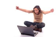 Vrouw met laptop V Stock Afbeeldingen