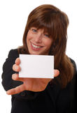 Vrouw met leeg adreskaartje, ruimte voor tekst Royalty-vrije Stock Afbeeldingen