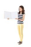 Vrouw met leeg notitieboekje Stock Afbeeldingen