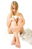 Vrouw met lelie Stock Afbeeldingen
